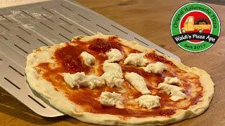 Pizza ohne Probleme auf den Schieber bringen. Mit diesem Trick klappt es immer!