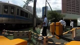 開かずの踏切と言われる小田急線新宿駅踏切 360度VR動画サンプル