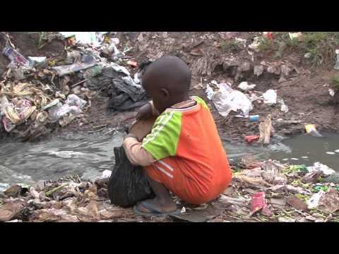 Naar de WC gaan in een sloppenwijk (06.05)