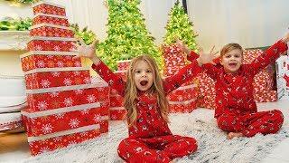 Диана и первые Подарки на Новый год