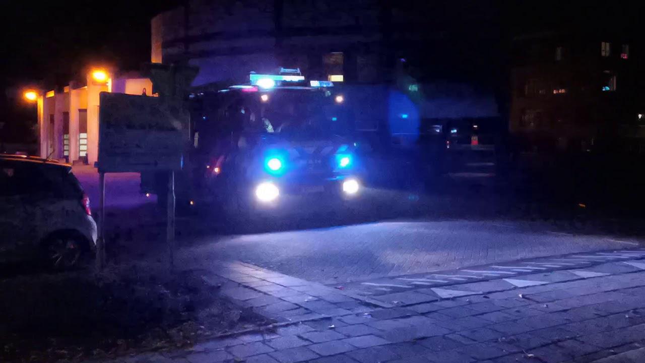 PRIO 1 brandweervoertuigen met spoed naar zeer grote brand in garagebedrijf in Heerhugowaard