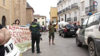 preview picture of video 'Protestes front a l'Ajuntament de Villar del Arzobispo'