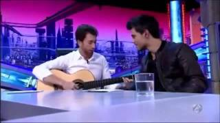 Taylor Lautner sings on El Hormiguero