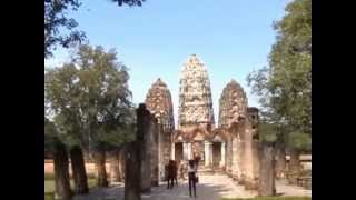 preview picture of video 'Old Sukhothai  Historical Park  Temple Tour    Thailand  2010'