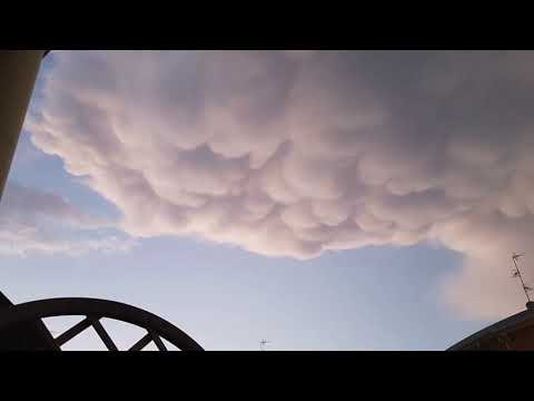"""Mammatus, la nuvola """"con le bolle"""" nelle foto dei lettori"""