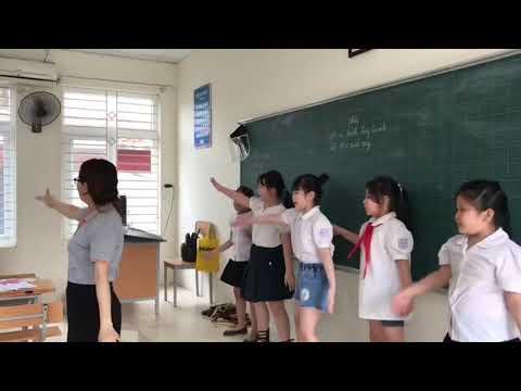 Ngày đầu tiên tựu trường đong đầy niềm vui của thầy trò Trường Tiểu học Vạn Phúc, Ba Đình