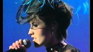 The Cranberries - Time Is Ticking Out (Live Meteor Awards)