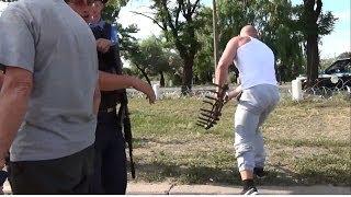 Смотреть онлайн Беспредел ГАИ и украинской самообороны на блокпосту