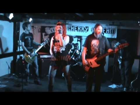 Cherry Scream - Face Into The Storm