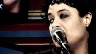 """Tulipa Ruiz Em """"Do Amor"""" No Estúdio Showlivre    2010"""