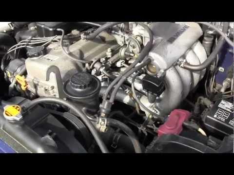Im Auto der Geruch des Benzins