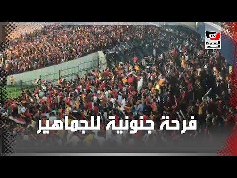 فرحة جنونية للجماهير المصرية عقب إحراز هدف التعادل بمرمى غانا