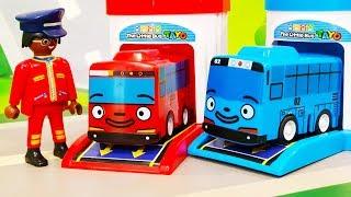 Мультики про машинки. Автобус Тайо застрял в болоте - Полицейские игрушки машинки спешат на помощь