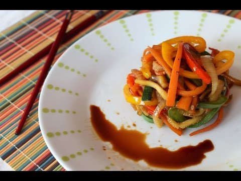 Wok de verduras salteadas con salsa de soja | Stir-fried vegetables with soy sauce