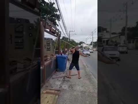 Empresário destrói o próprio bar em Florianópolis