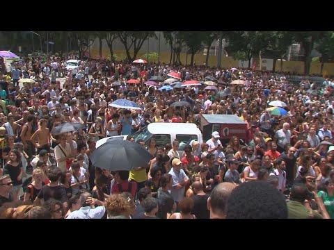 Velório de Marielle Franco é marcado por protestos