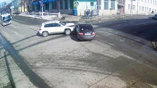 ДТП в Серпухове. Не уступила дорогу при повороте... 25 марта 2018г.