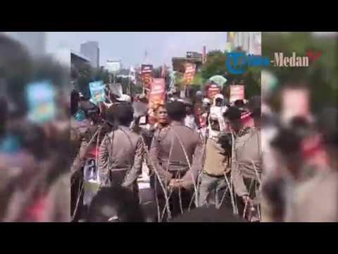 Situasi Terkini di Bawaslu RI, Massa Kepung Kantor hingga Polisi Buat Kawat Berduri