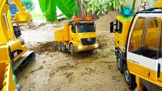 Dump Truck Rescue Car Toy Helps Excavator