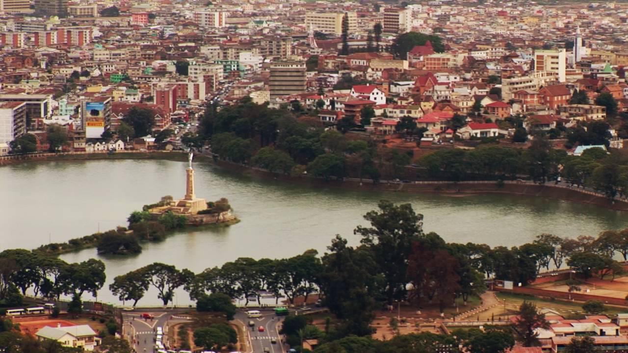 Madagaskar: Antanarivo Buntes Treiben (0:57)