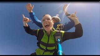 preview picture of video 'Saut en parachute à Skydive Roanne 2014 !!!'