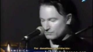 U2 Peace On Earth/ Walk on/ aleluia [legendado em português Br]