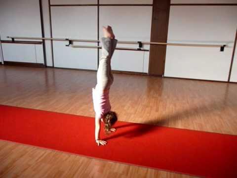 Serie di esercizi per il bambino con una curvatura di spina dorsale