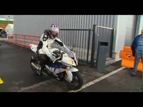 Une stagiaire au stage de pilotage moto Radiguès Rider School…