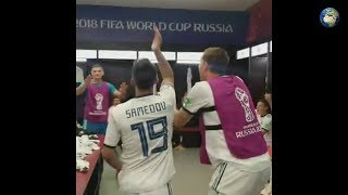 Сборная России празднует победу над Испанией