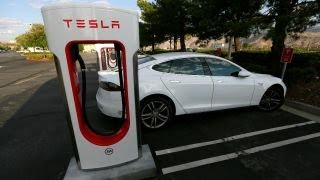 Musk, Tesla retaining bankers, moving to privatization: Gasparino