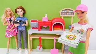 Barbie muñecas en la nueva pizzería. Vídeos para niñas.