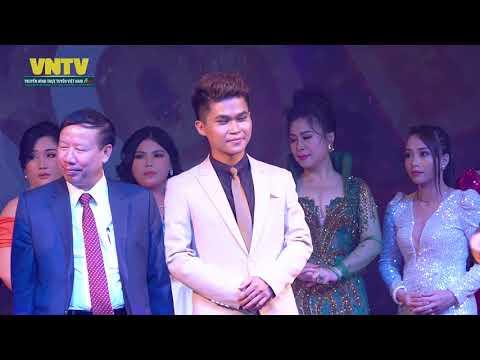 Khoảnh khắc MC Nguyễn Trường Lưu - Nhận danh hiệu Người dẩn chương trình của Năm VNTV