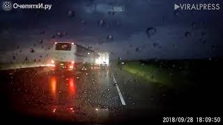 Прикол 2018 №12 (Занесло автобус в дождь)