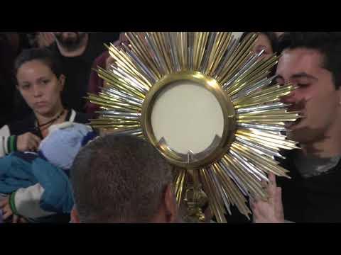 Padre Valdir no Momento único dos Católicos a Adoração ao Santíssimo e a Fé em Jesus Cristo.