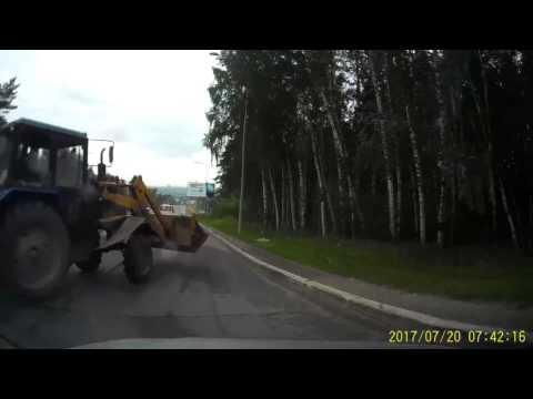 Не среагировал на поворачивающий трактор на перекрёстке