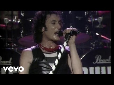 Quiet Riot - Cum On Feel the Noize (Live)