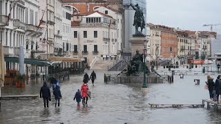 video: Venetians furious over failure to activate Moses barrier and protect city from flooding