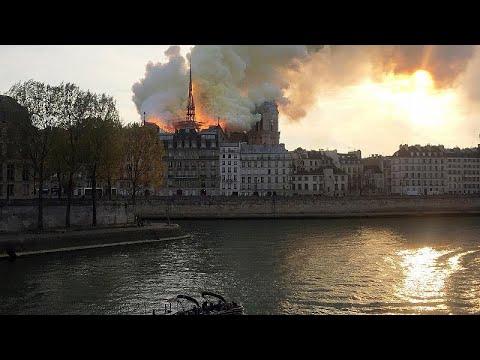 Il fuoco distrugge Notre Dame