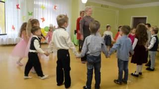 Веселая игра с бабушками Узнай по голосу Утренник 8 Марта в детском саду