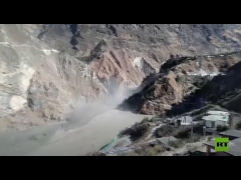 العرب اليوم - شاهد:لحظة انهيار كتلة جليدية ضخمة أعقبها فيضانات مفاجئة