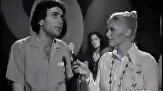 Kadr z teledysku Se non ti basta tekst piosenki Gianni Nazzaro