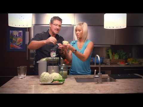 Video Cabbage & Ginger Green Detox Juice