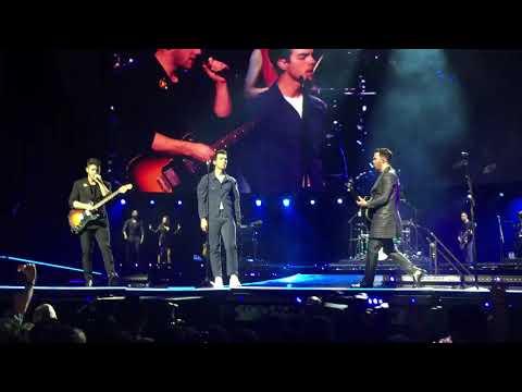Jonas Brothers- What A Man Gotta Do (Dublin)