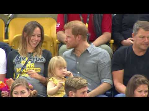 Criança Rouba Pipoca do Príncipe  Harry