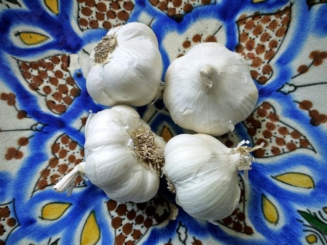 Easy Cooking Tip: How to Peel Garlic In Seconds
