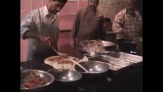 preview picture of video 'Vendeur de Falafel - Deir Ez-Zor, Syrie Juin 2002.'