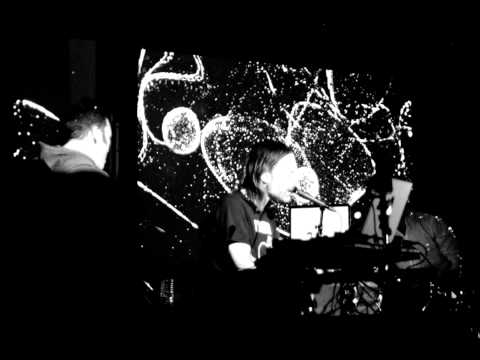Atoms For Peace - Magic Beanz (Radio Rip)