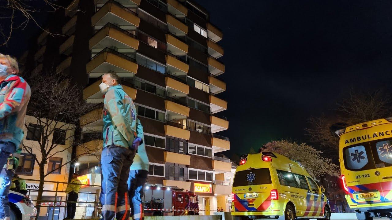 Vijftien woningen ontruimd bij grote brand in flat in Drentse Hoogeveen