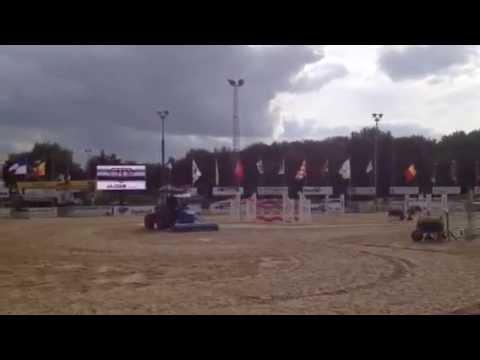 Profsleper met zandslede op jumping Zandhoven (omkeerbare rol of zandslede)