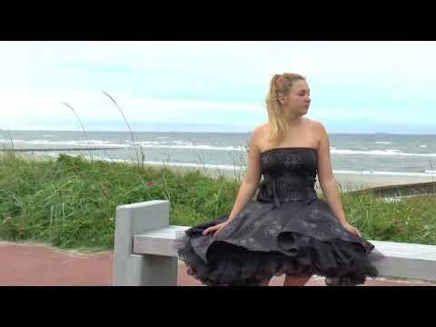 Sophie im tollen Petticoatkleid